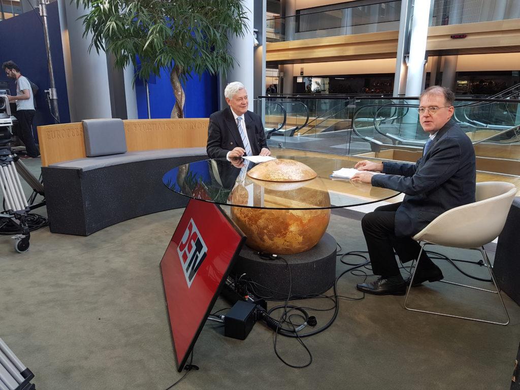 Bruno Gollnisch im Gespräch mit Karl Richter